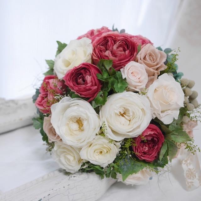 プリザーブドフラワーとは生花の柔らかな質感と鮮やかな色を長時間保つことができるように加工されたお花です