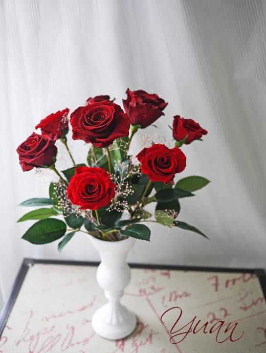 プリザーブドフラワーのバラは1輪 1,200円(税別)から
