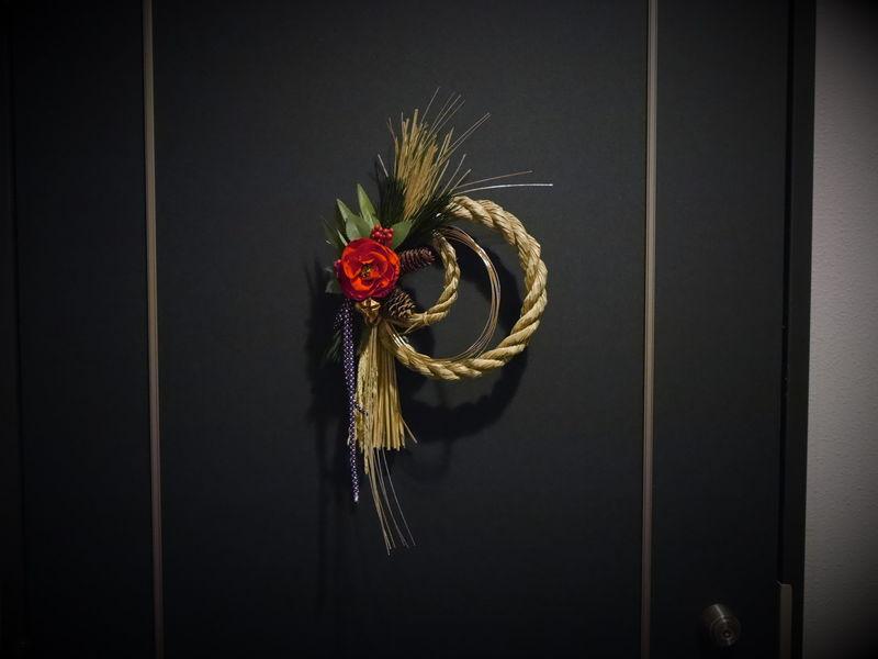 プリザーブドフラワーの椿のしめ縄飾り