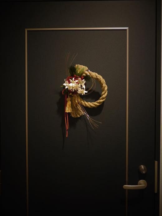 玄関のしめ縄飾り