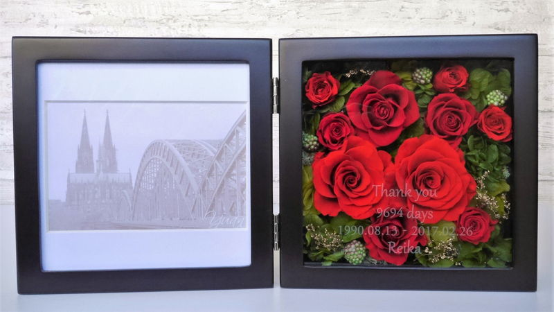 プリザーブドフラワーの赤バラの写真立て